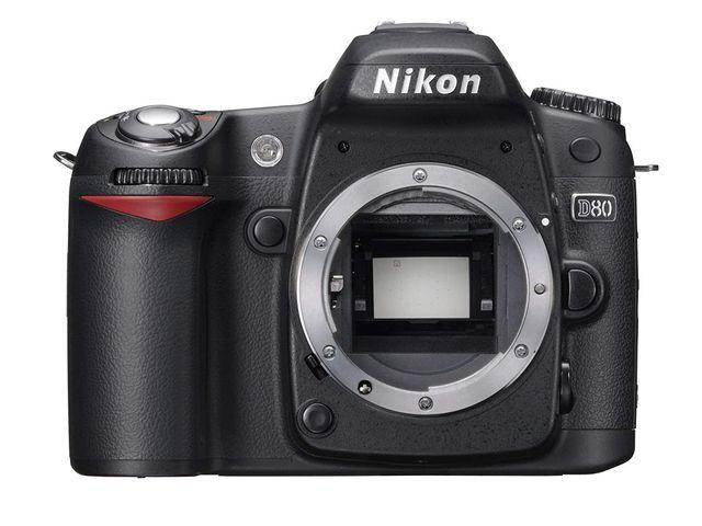 Nikon D80 solo cuerpo, cargador y batería