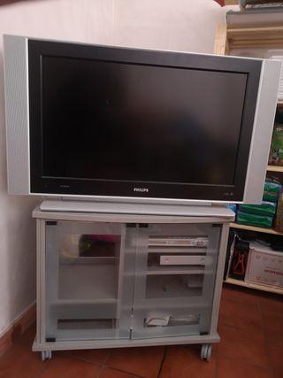 Televisión con mesa y homecinema