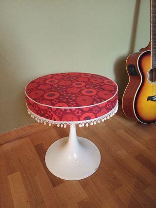 Taburete tapizado vintage / mesa accesorio