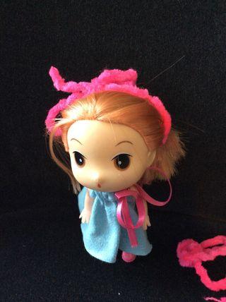 Muñeca tipo Ddung con reroot en el pelo
