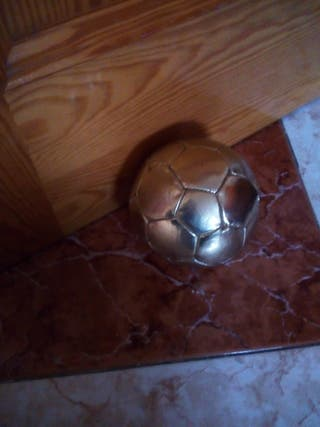 pelota dorada