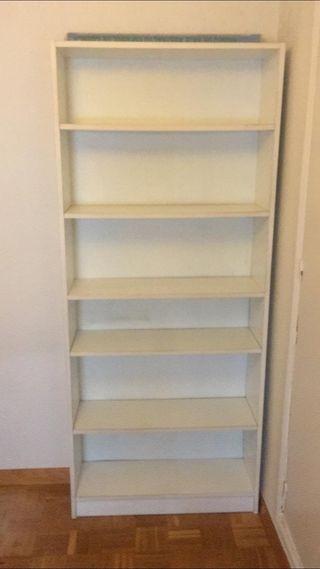 Librería blanca IKEA