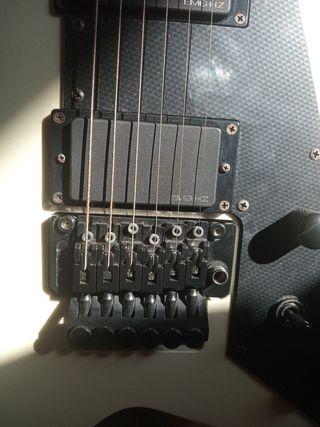 Guitarra Cort VX 4V+Amplificador Peavey Vypyr 100W