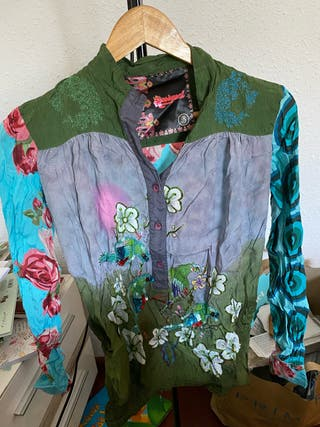 Camisa con flores - desigual