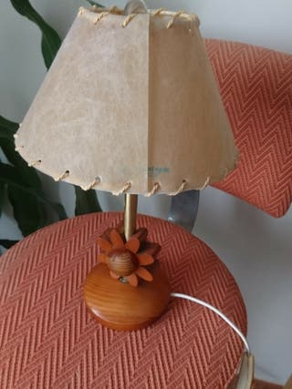Lámpara de mesita de noche flor de madera