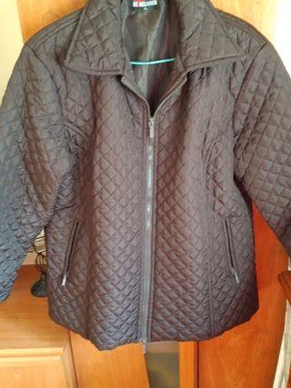 chaqueta negra talla XL.