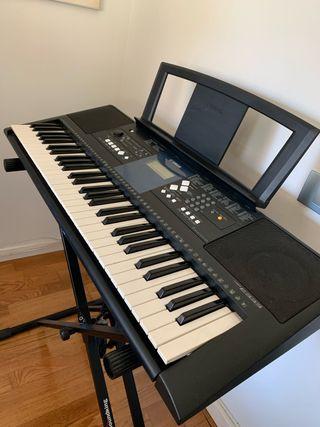 Piano teclado digital Yamaha PSR-E333. 61 teclas