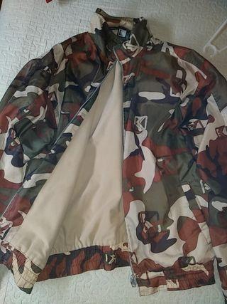 chaqueta de chándal talla L camuflada militar