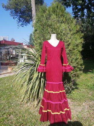 Traje de flamenca burdeos