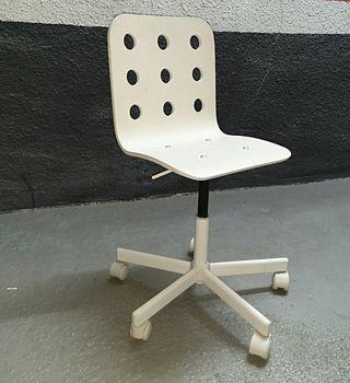 Silla giratoria blanca modelo Jules Ikea