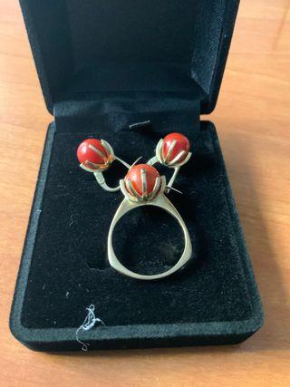 Conjunto de anillo y pendientes de oro 18k