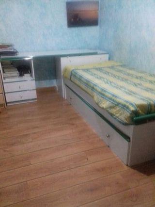 cama y escritorio