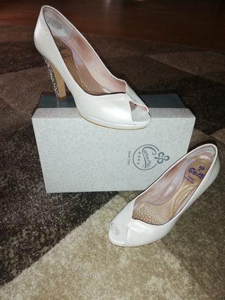 Se venden zapatos de novia!