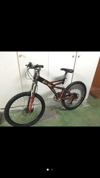 Bicicleta GIANT descenso