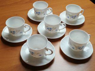 Juego de tazas y platos