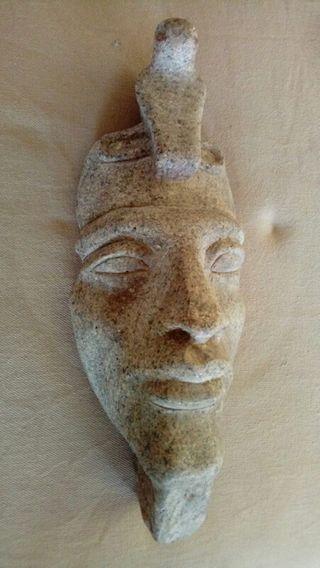 akenaton de granito tallado a mano