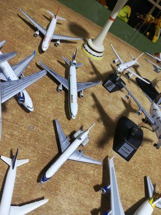 Lote 10 aviones de metal vintage y torre control