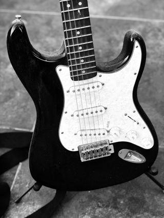 Guitarra eléctrica Fender Squier.