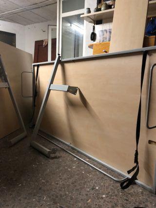 Cama mueble plegable con soporte en pared