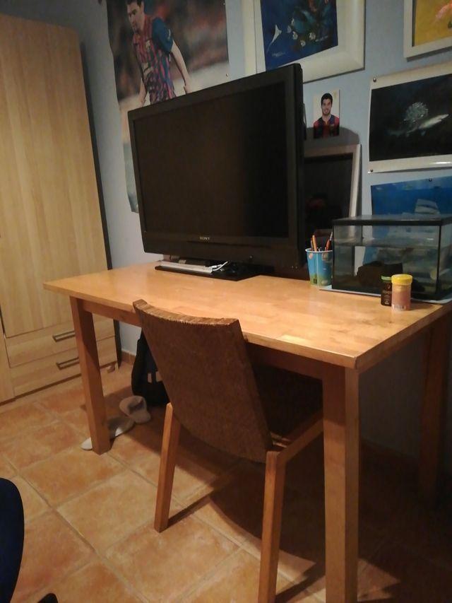 Lote Mesa con 4 sillas de madera ikea