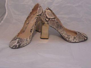 Zapato de salón serpiente Uterque