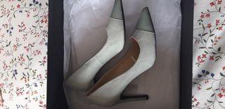 Zapatos de tacón azul de Zara