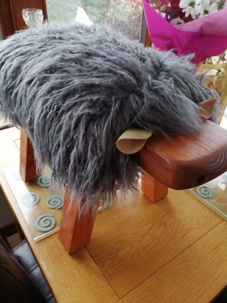novelty sheep foot stools