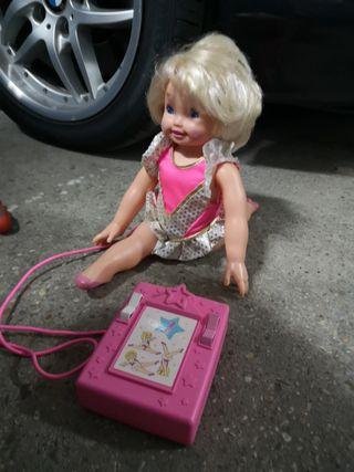 Muñeca Anastasia hace gimnasia