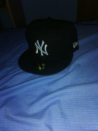 gorra negra de visera plana marca New era original