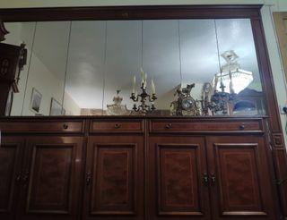 Aparador con mural de espejo