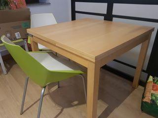 Mesa de madera color claro ikea