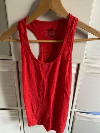 Camiseta Tirantes Mujer Stradivarius.