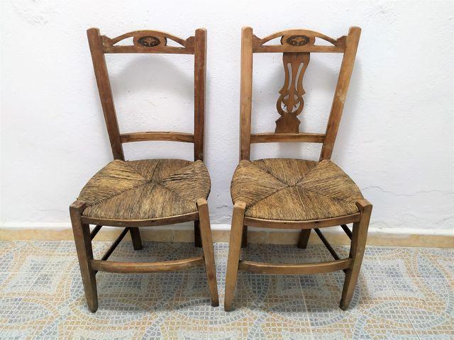 2 sillas MODERNISTAS con asiento de enea.