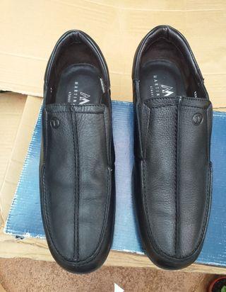 Zapatos Martinelli de piel nuevos