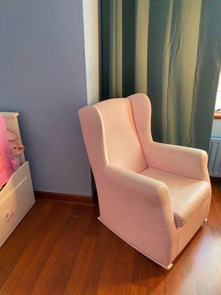 Precioso sillón mecedora rosa palo en polipiel