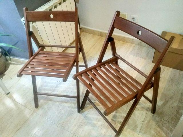 Dos sillas plegables