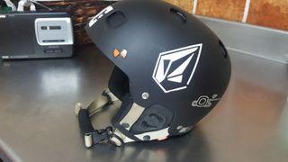 casco nieve negro marca POC