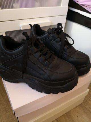 zapatillas negras de plataforma, talla 37