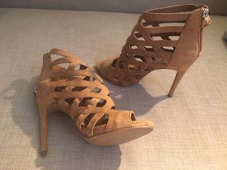 Zapatos botines tacón ante marron Bershka 10e