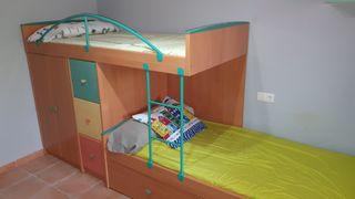 camas litera con armario y escritorio