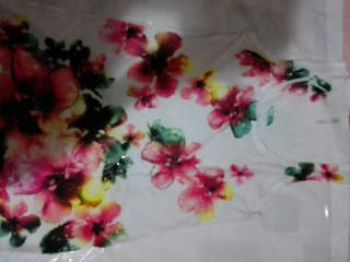 camiseta talla M bershka larguira flores mujer