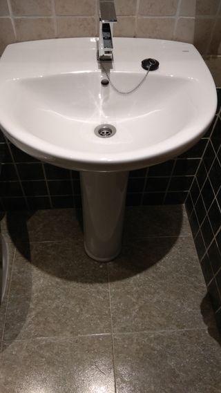 Lavabo y pie Roca modelo Victoria
