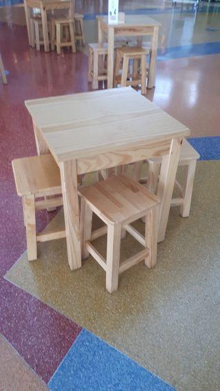 Conjunto de mesa y 4 banquetas de madera