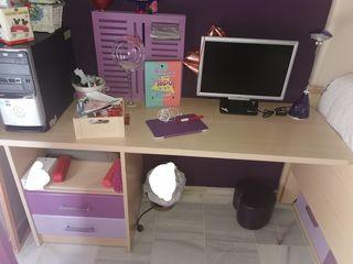 se venden repisas, mesa de escritorio y cama