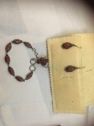 Conjunto de anillo ,pendientes y pulsera coral