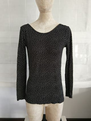 Camiseta mujer de Zara talla M negra lunares