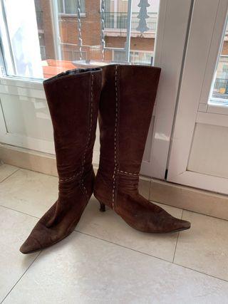 botas de tacón marrones