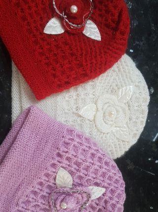 tres gorros de lana