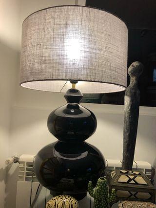 Lámpara de mesa de cerámica negra incluye pantalla