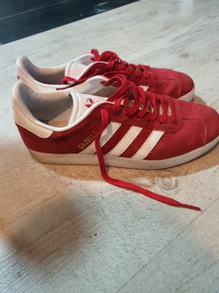 Zapatillas adidas gazelle. Color rojo. Talla 38.